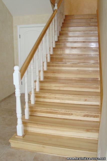 Ясеневая лестница на бетонокаркасе