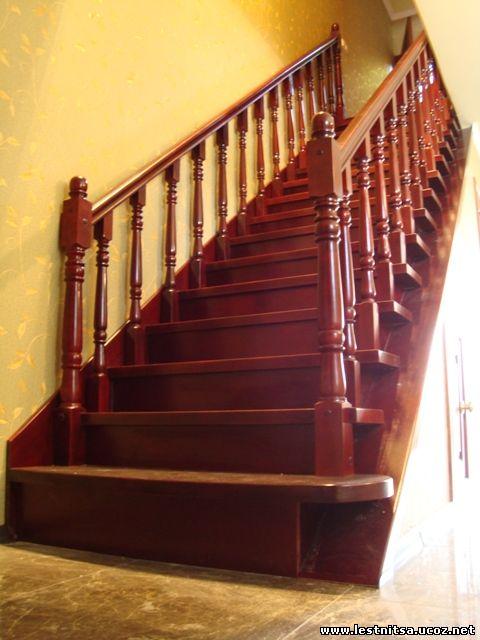 Буковая тонированная лестница - цвет красное дерево