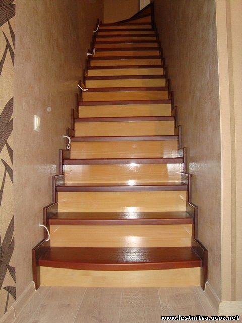 Лестница двух цветов